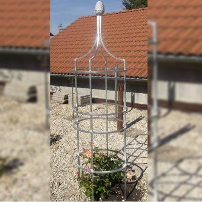 Obelisk mit Zapfen