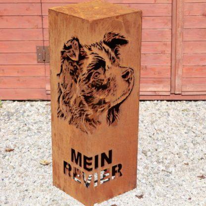 Rostsäule mit Hund - Boarder Colli