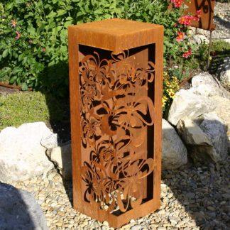 Rostsäule mit Schmetterlingen