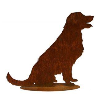 Grosser Hund auf Platte